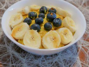 Porridge mit goldener Milch